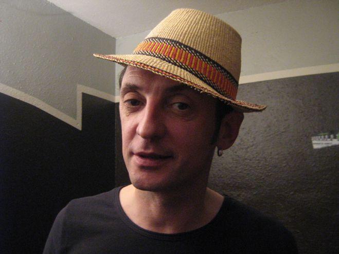 Yves Jamait avec le chapeau de paille d'Olivier B.